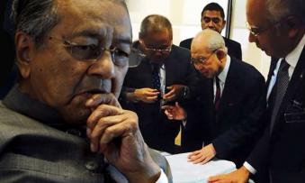 Dr. Mahathir betrayed by Tengku Razaleigh