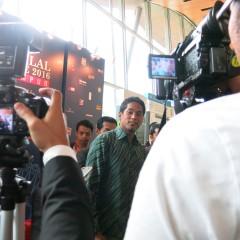 Khairy cabar belia jadi usahawan produk halal