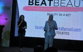Farah Yusoff yang menghasilkan produk kosmetik menerangkan strategi pemasarannya di NU Sentral pagi semalam.