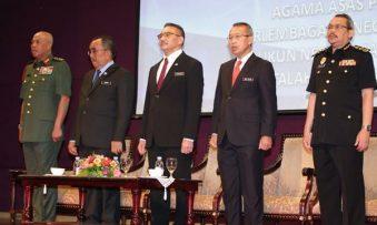 Hishammuddin : Do not pit me against top leadership