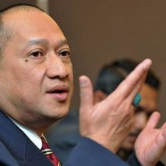 The three former ministers who support Dr.M and PH are all irrelevant and hypocrites – Nazri told the Star