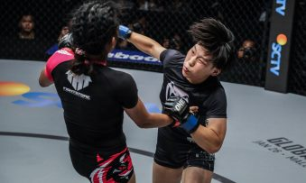 'The Panda` Xiong of China defeated Teo of Singapore with a volley of crisp punches | Jakarta Kings of Courage