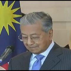 Tun Mahathir: Civil servants should be neutral and follow PH style